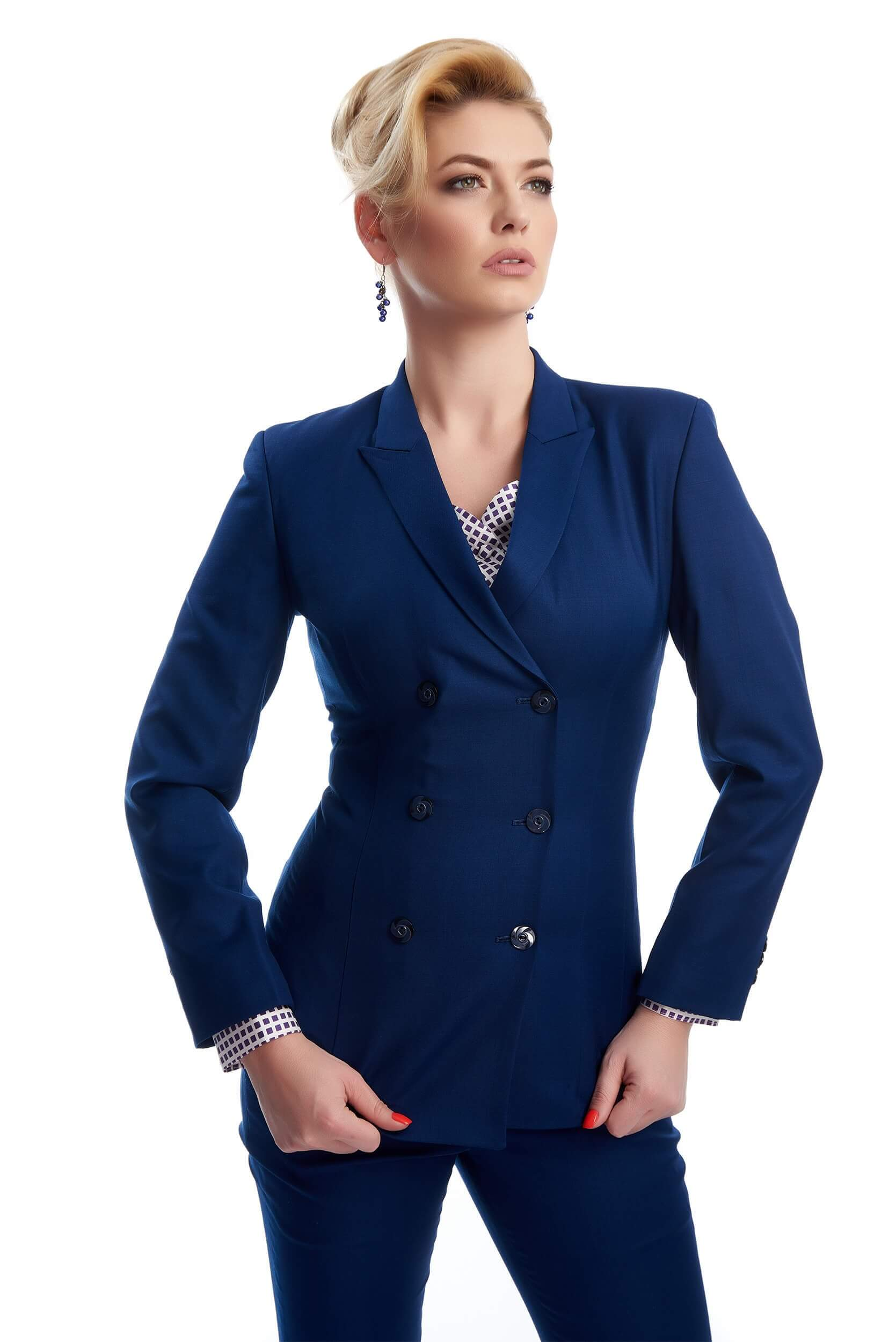 Woman wearing the Hortense wool slim fit suit