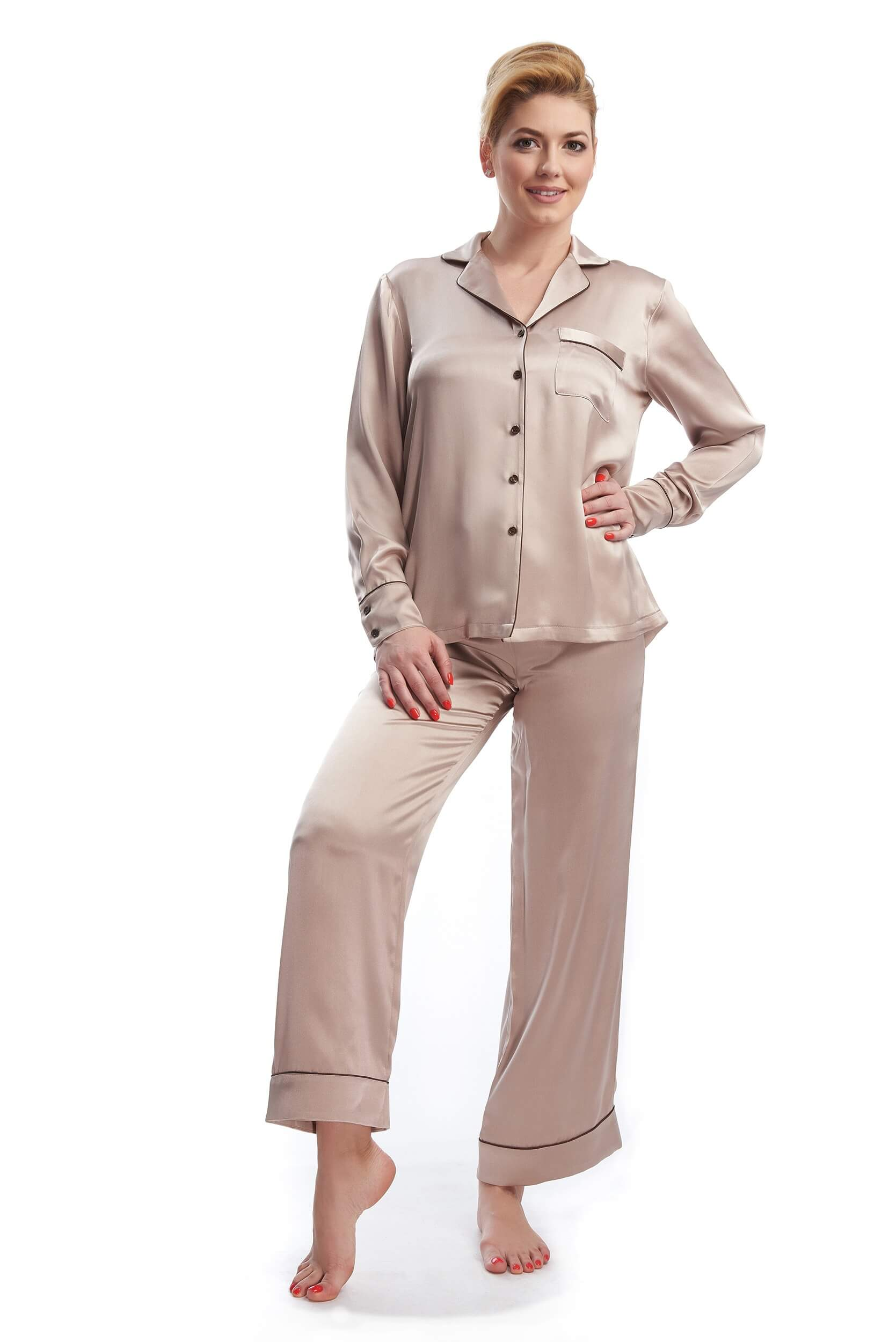 Woman showing the silk satin pajamas Yeyette