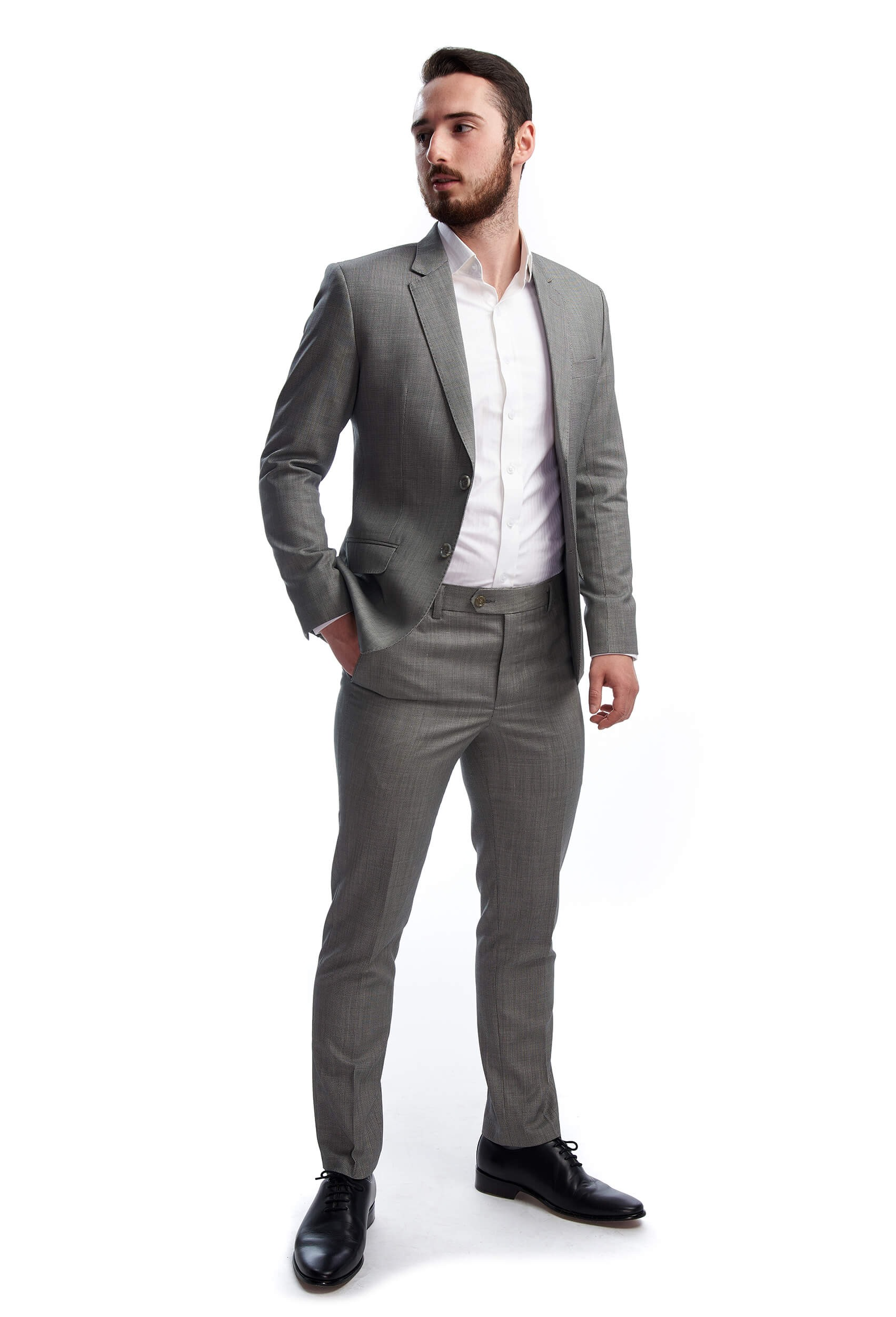 Man showing the Eugène slim fit wool suit with two buttons